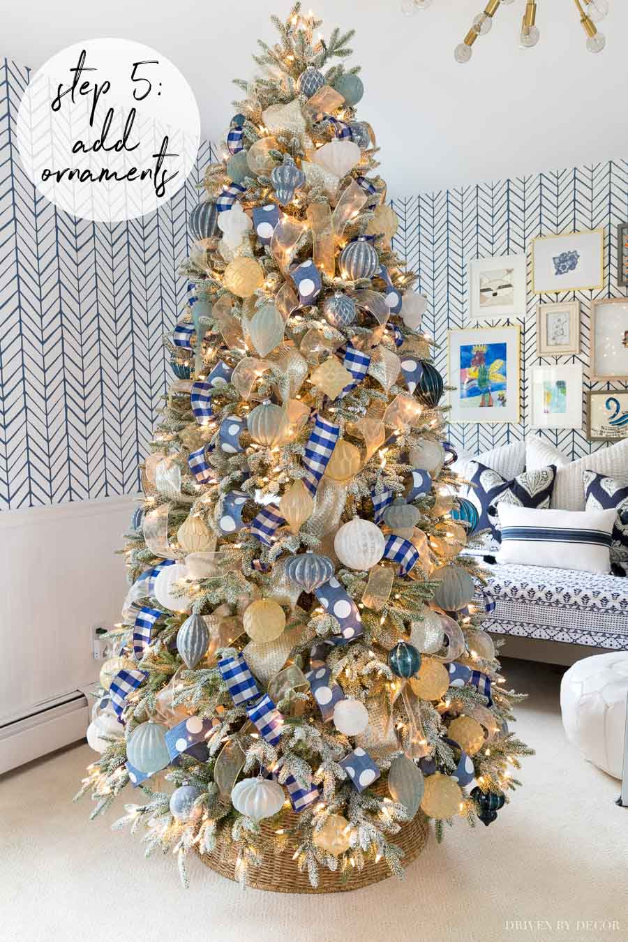Loving this tutorial on how to decorate a Christmas tree! Gorgeous ornaments!