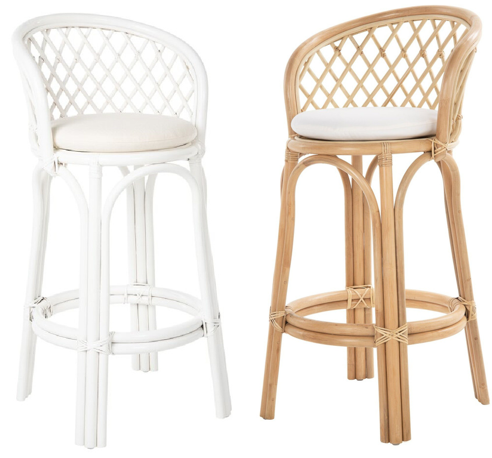 These counter stools have the prettiest chair back design!