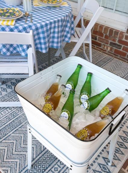 8 Budget-Friendly Outdoor Summer Decor & Entertaining Ideas