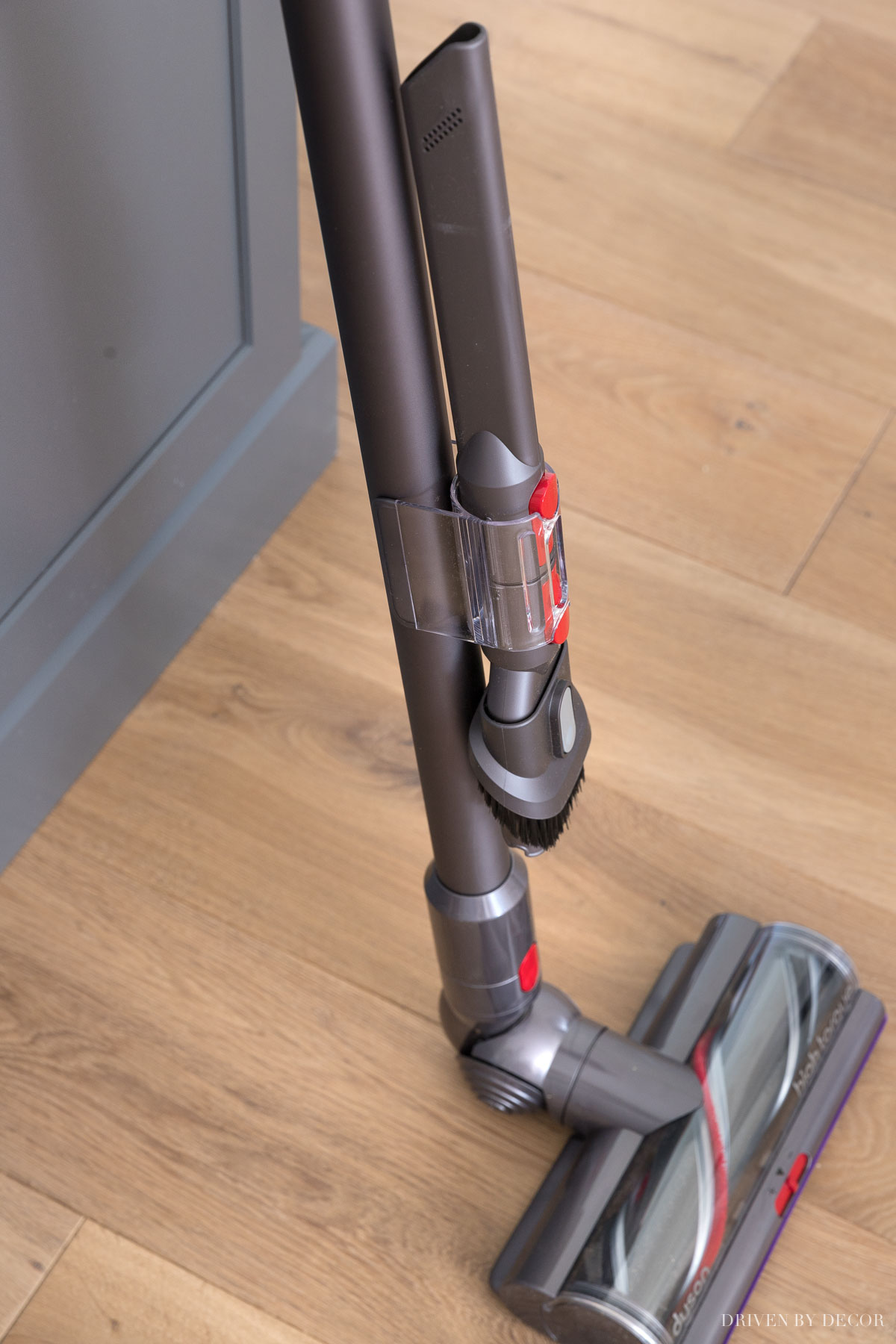 I love this feature of having these two attachments where they're easy to grab on my Dyson cordless vacuum