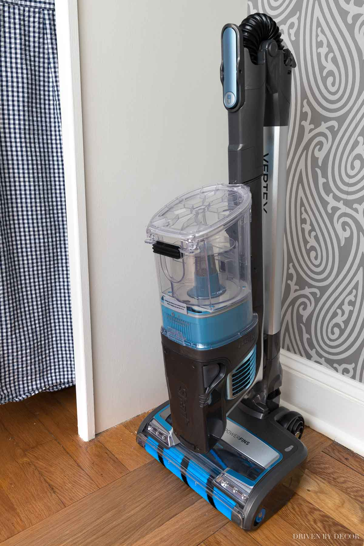 Love how this Shark cordless vacuum folds down for easy storage!