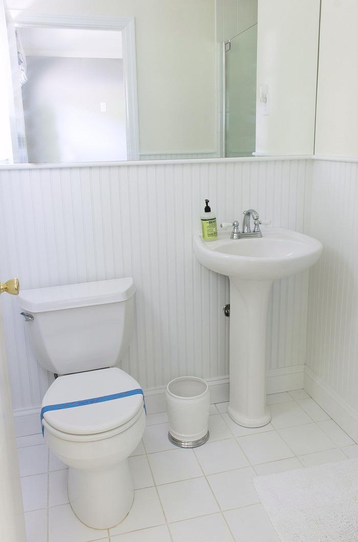 Home remodel: Guest bathroom before remodeling!