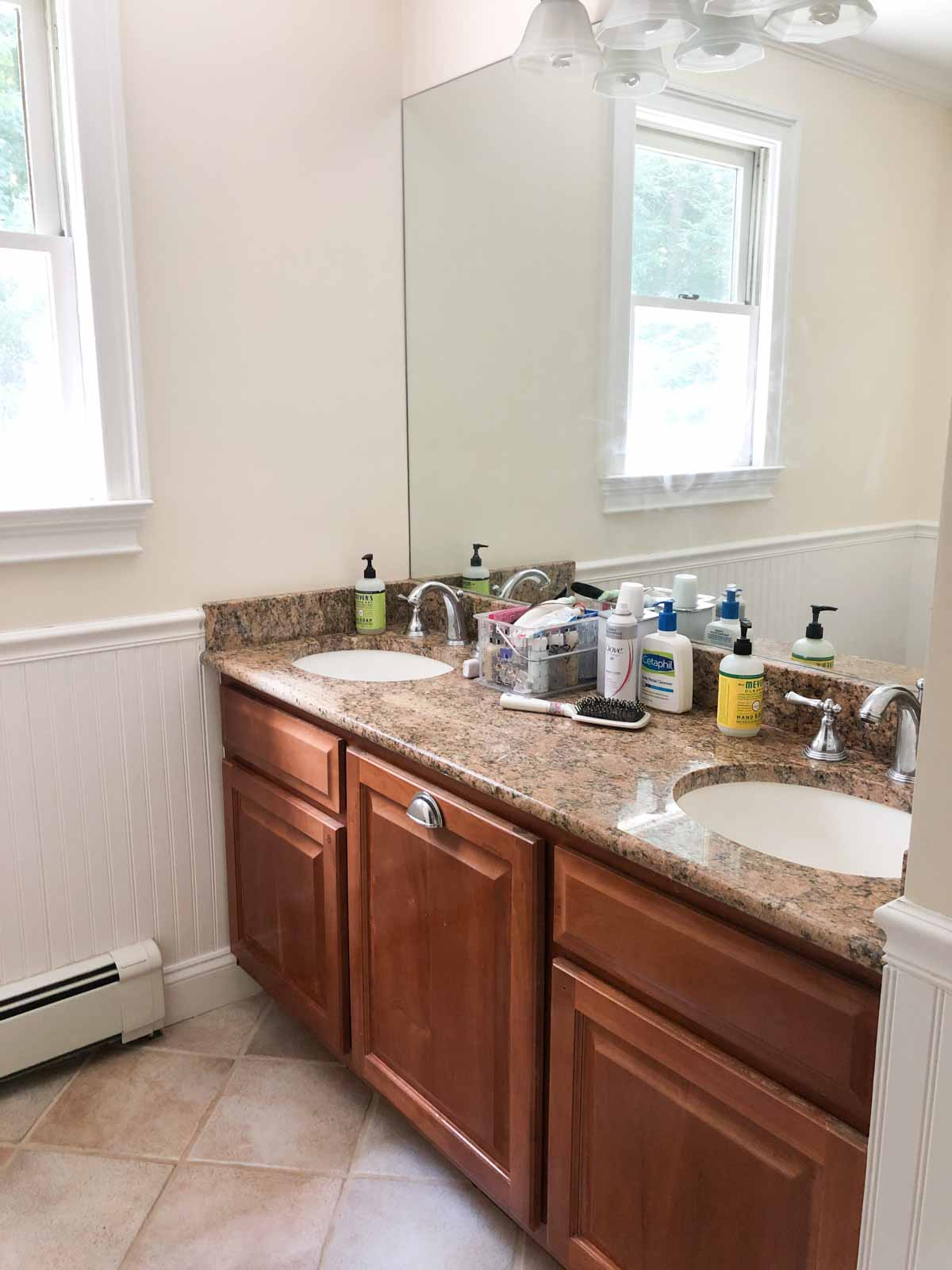 Home remodel: Our kids' bathroom before remodeling!