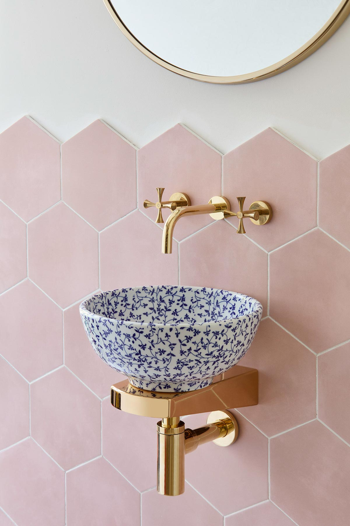 The cutest mini basin sink perfect for small bathrooms!