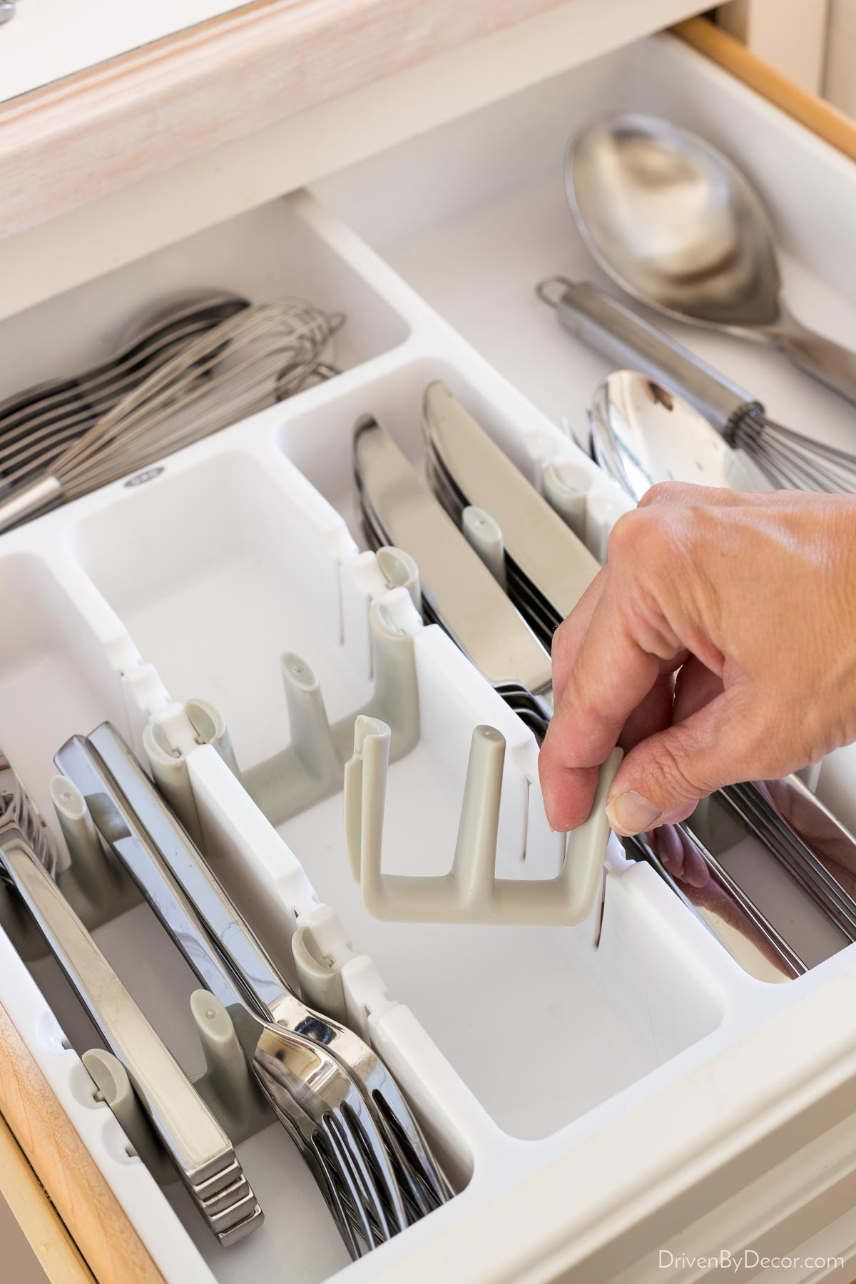Love that you can move the dividers in this kitchen drawer silverware organizer!