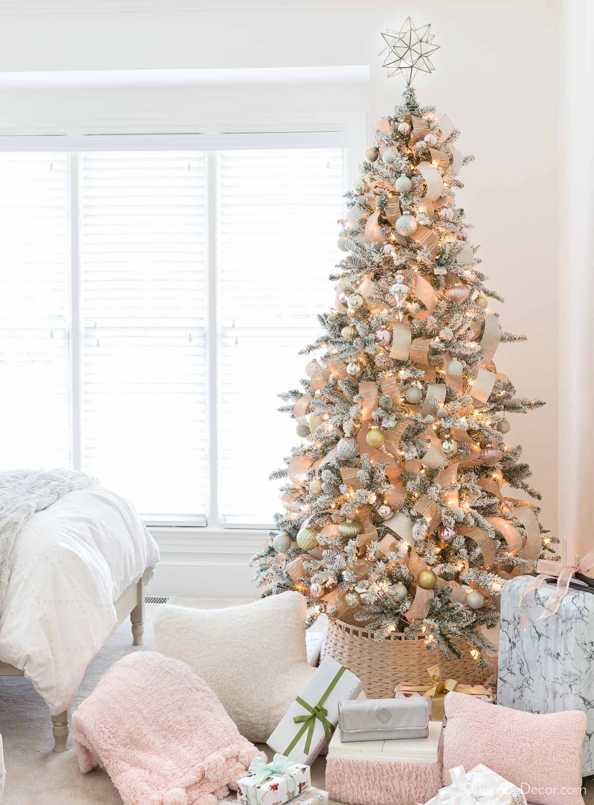Gorgeous inexpensive artificial Christmas tree!