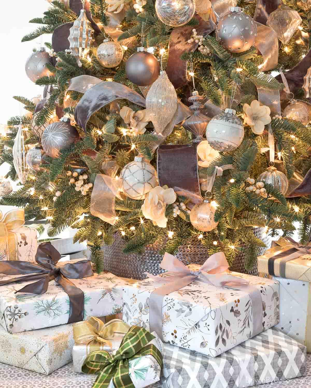 Gorgeous silver Christmas tree collar!